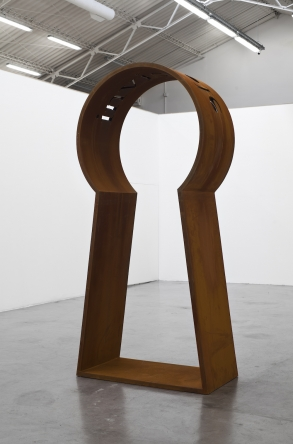 Marie Orensanz, Invisible, 2018. Cut steel, 300 x 141 x 74 cm. Courtesy of Ruth Benzacar Galería de Arte